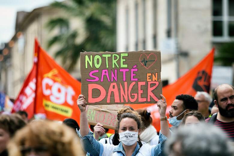 """Frankreich: """"Ich hab kein Covid gekriegt, aber ihr habt mich mit (Toll-)Wut angesteckt!"""""""